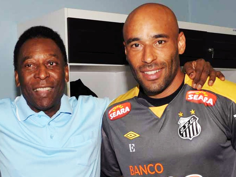 ... Ex-goleiro do Santos 5cc504c5762cd