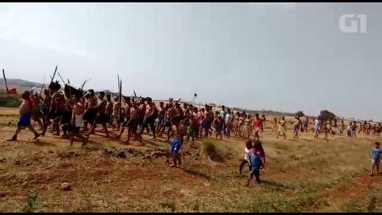 200 índios invadem fazenda em Tamarana, com arcos e flechas