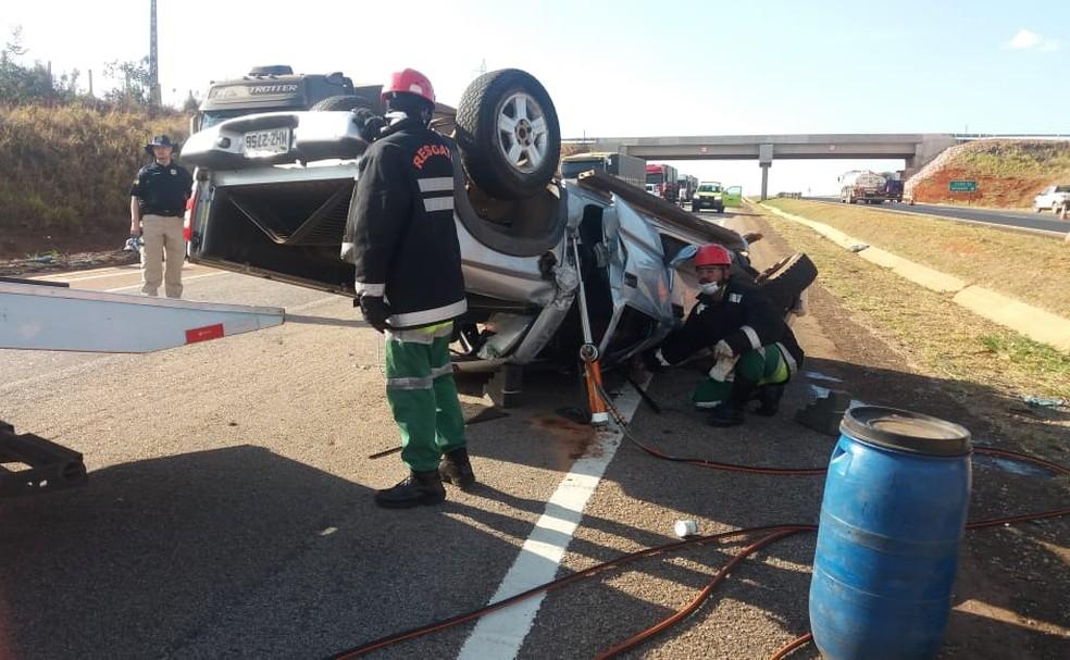 Motorista capotou o carro após dormir ao volante (Foto: PRF/MT/ Divulgação)