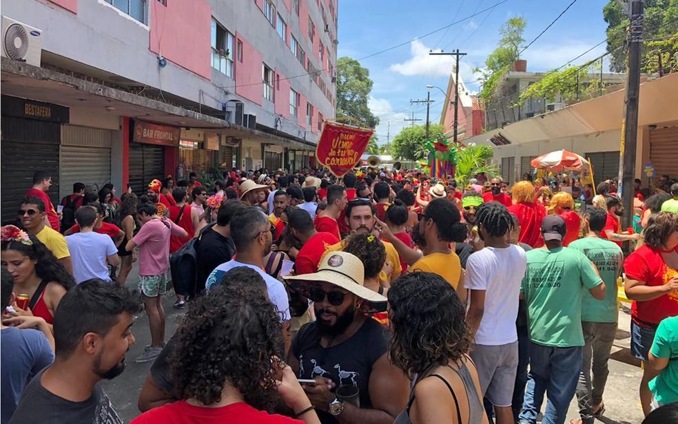 Concentração do bloco 'Eu me vingo de tu no carnaval' foi na Rua Mamede Simões, Centro do Recife — Foto: Pedro Alves/G1