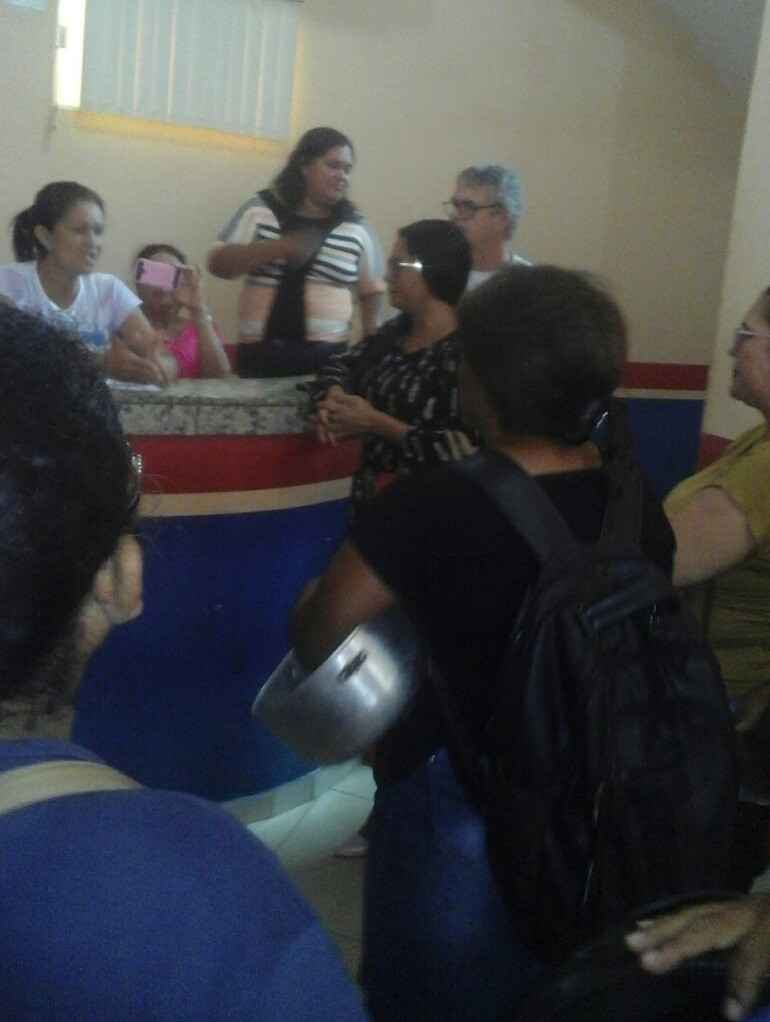 Professores de Concórdia do Pará denunciam que estão sempagamento e ocupam a prefeitura do município - Radio Evangelho Gospel