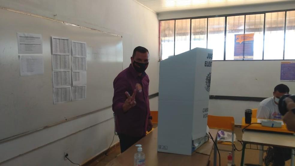 Eleições 2020: Candidato Coronel Ronaldo Flores vota em Porto Velho — Foto: Jheniffer Núbia/G1