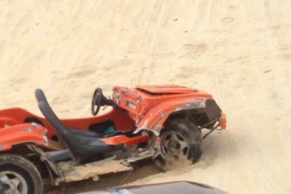 Buggy ficou parcialmente destruído durante acidente em Jacumã, no litoral norte do RN (Foto: Cedida)