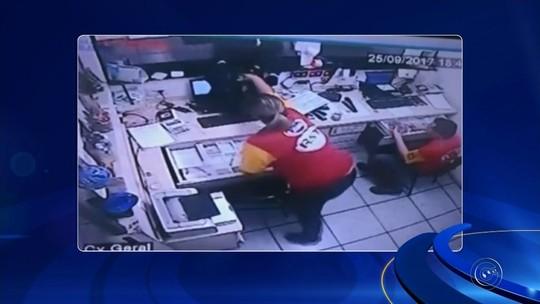 Trio faz clientes e funcionários de supermercado reféns durante assalto; veja o vídeo