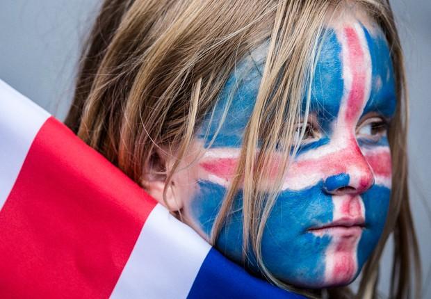 Fã da Islândia assiste a jogo do país durante a UEFA Women's Euro 2017 (Foto: Maja Hitij/Getty Images)