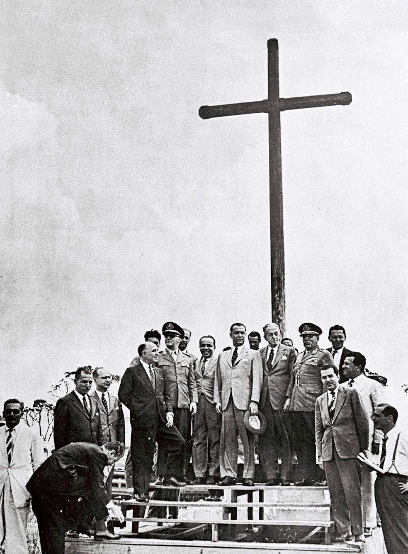 Outubro de 1956: praça recebe a primeira visita do Presidente da República, Juscelino Kubitschek — Foto: Arquivo Público-DF/Divulgação