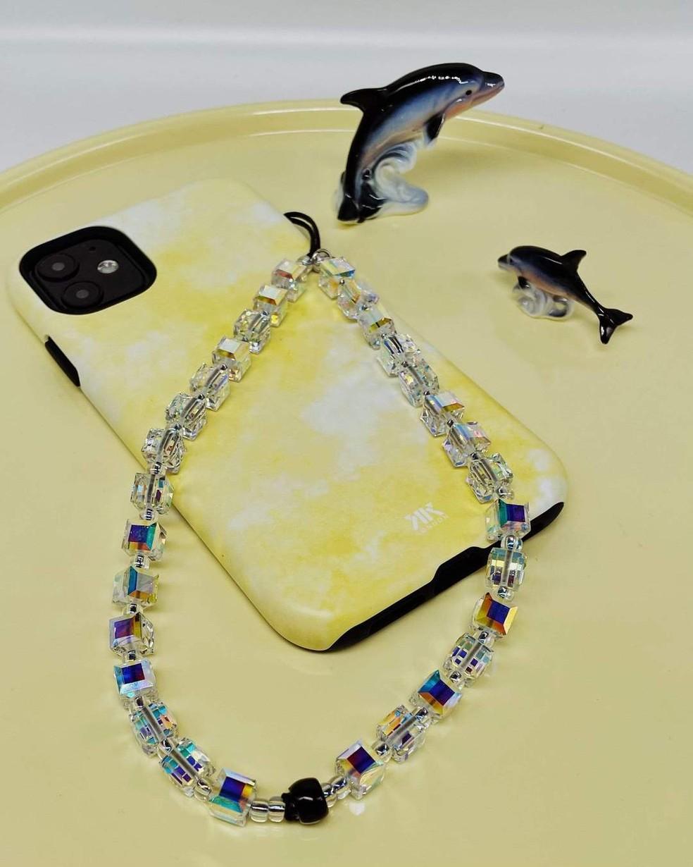 Phone strap de cristais é a opção mais cara do mercado — Foto: Reprodução/String Ting