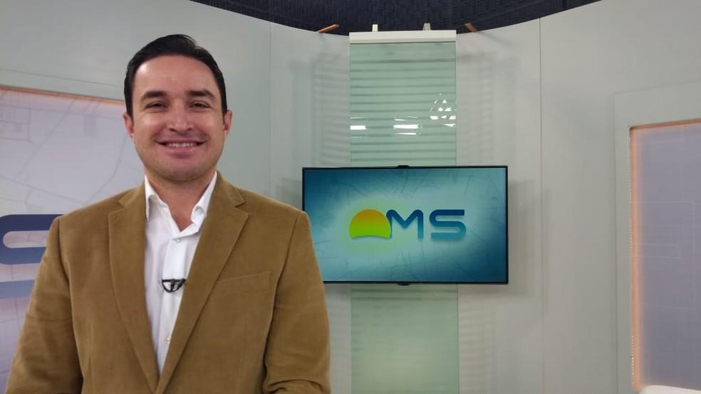 """Pneumologista Henrique Ferreira de Brito foi entrevistado no """"Papo das Seis"""", do Bom dia MS desta sexta-feira (14).  — Foto: Átilla Eugênio/TV Morena"""