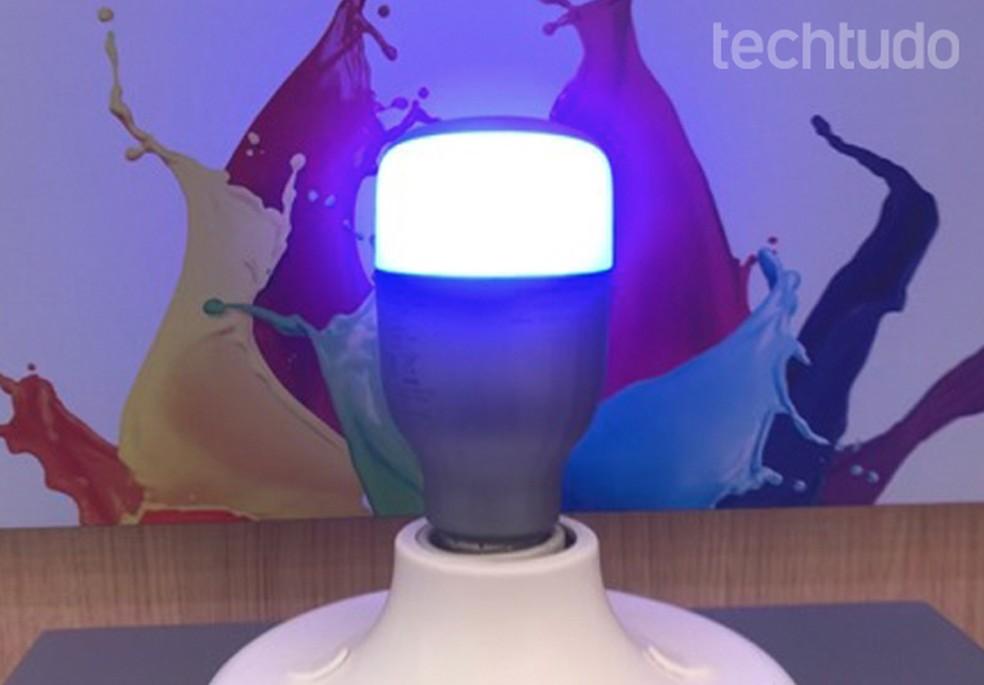 Lâmpada smart da Xiaomi economiza a luz de casa em até 83% — Foto: Pedro Vital/ TechTudo