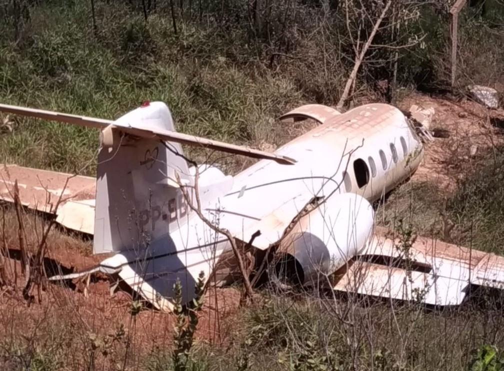 Jato saiu da pista de aeroporto e caiu em barranco — Foto: Redes sociais