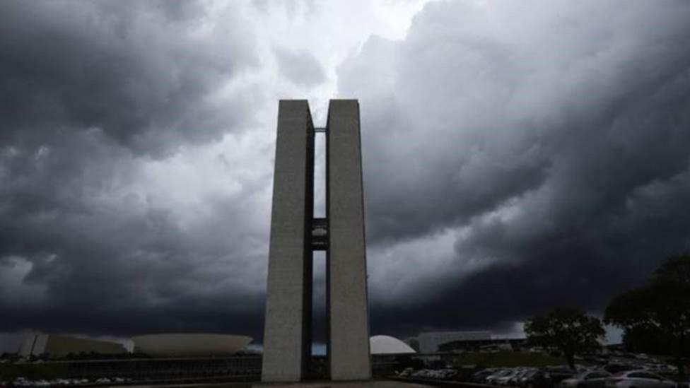 Risco de 'apagão' do governo provoca debate: teto de gastos deve ser revisto? - Notícias - Plantão Diário