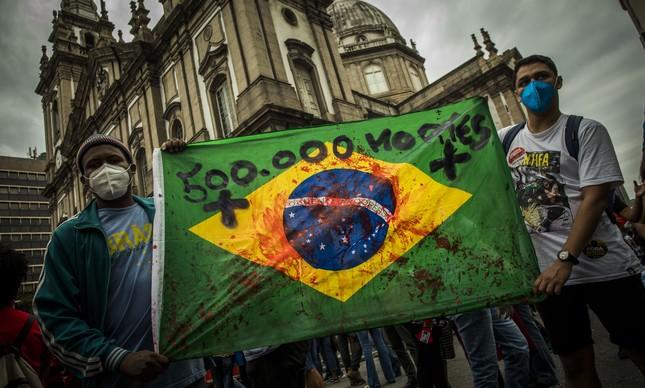 500 mil mortos: Manifestantes protestam contra Bolsonaro no Rio