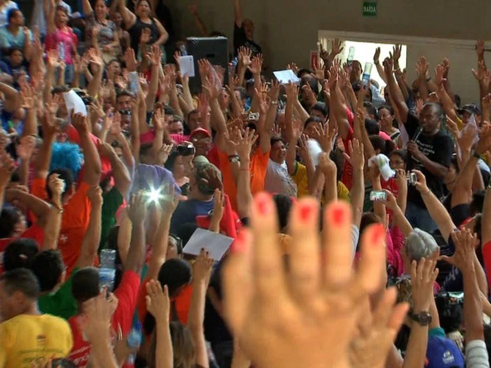Professores devem definir hoje se mantém a greve. — Foto: Reprodução / TVCA