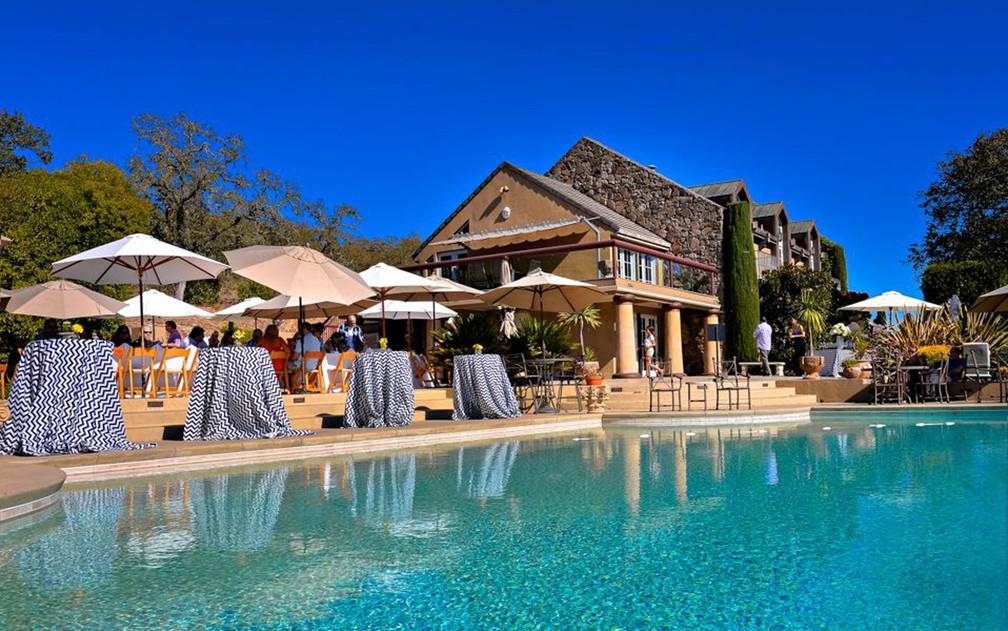 Vista da piscina da vinícola Signorello, fundada em 1980, em Napa, na Califórnia (Foto: Reprodução/Facebook/Signorello Estate)