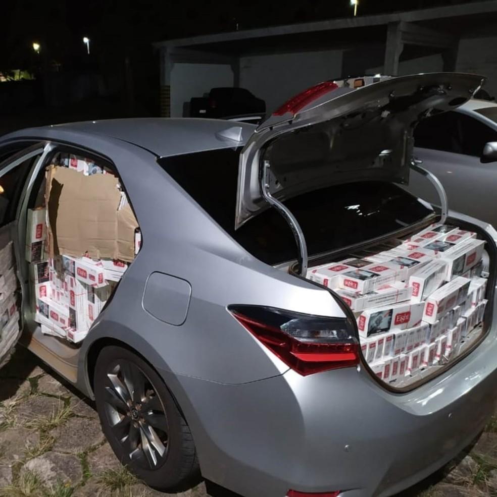 Homem de 39 anos foi preso ao ser flagrado com os cigarros em Assis — Foto: Polícia Militar/Divulgação
