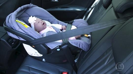 Qual é a melhor posição para o bebê conforto no carro?