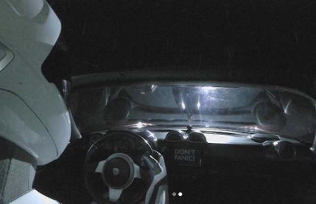 Tesla Roadster foi lançado ao espaço a bordo do foguete  (Foto:  )