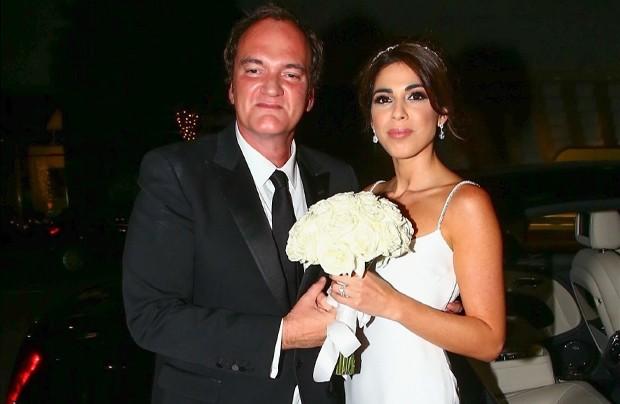 Quentin Tarantino e a mulher, Daniela Pick, logo após a cerimônia do casamento (Foto: Backgrid)