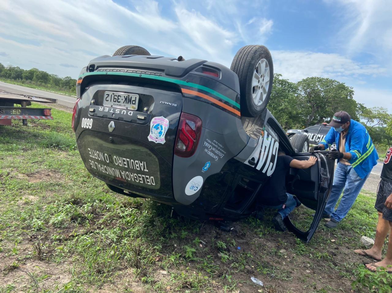 Carro da polícia capota a caminho de operação do Enem, e três policiais ficam feridos no Ceará