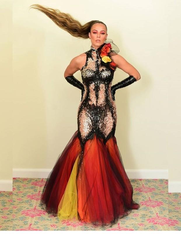 Resultado de imagem para paola oliveira baile da vogue 2020
