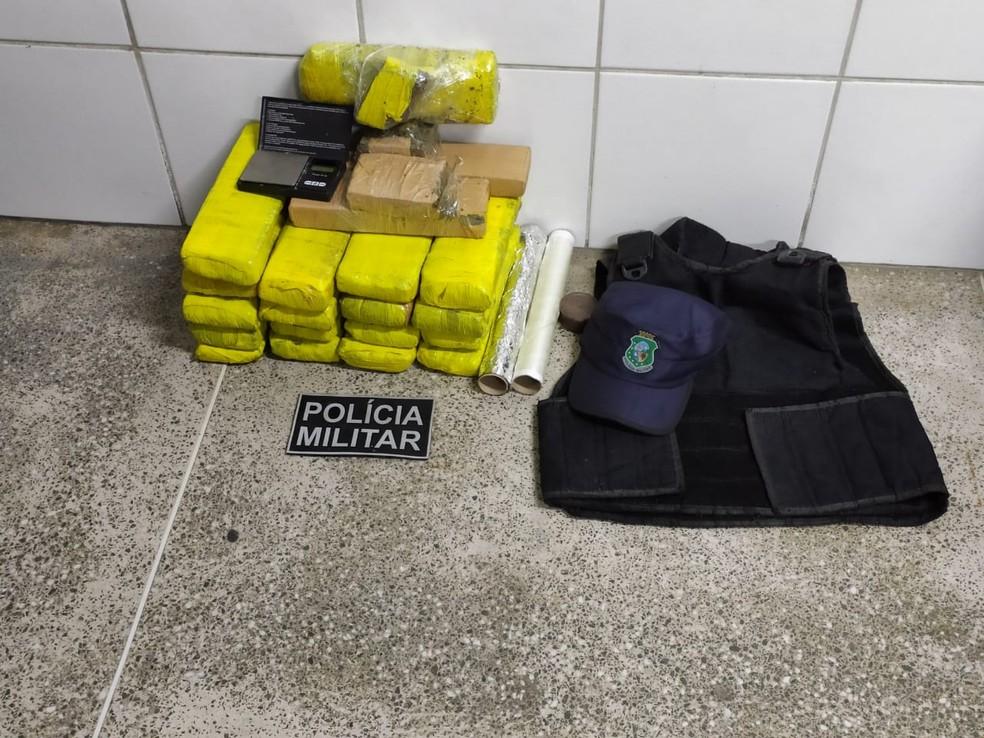 15,4 kg de maconha foram apreendidos pela Polícia Militar, no Bairro Sapiranga, em Fortaleza — Foto: Reprodução/SSPDS