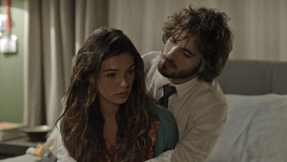 Ruy e Ritinha discutem  (Foto: TV Globo)