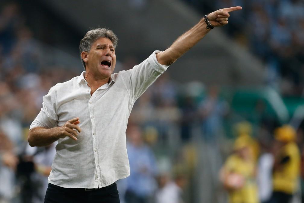 """Renato Gaúcho também """"joga com o time"""" à beira do campo — Foto: Diego Vara/BP Filmes"""