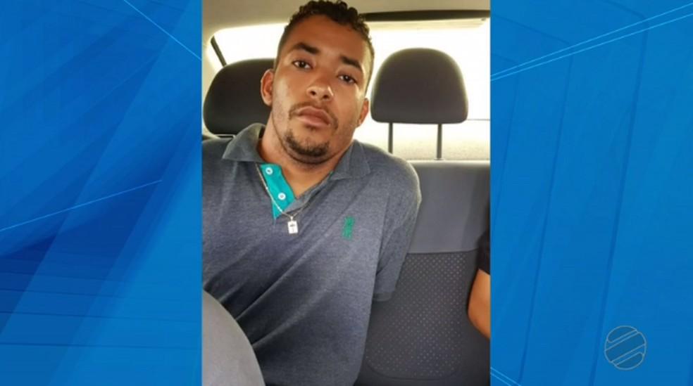 Ricardo dos Anjos Sobral, de 22 anos, foi encontrado morto na casa dele — Foto: TVCA/Reprodução