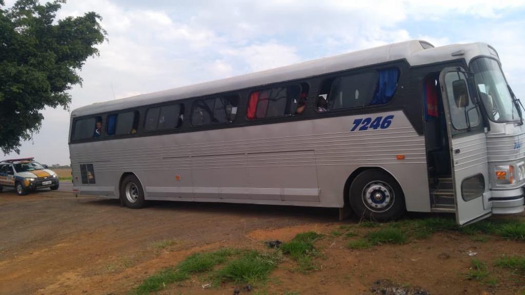 Motorista é detido por transporte irregular de passageiros na MG-260 em Rio Paranaíba - Notícias - Plantão Diário