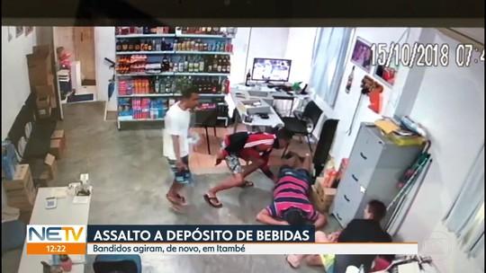 Câmeras de segurança registram assalto em depósito de bebidas na Zona da Mata