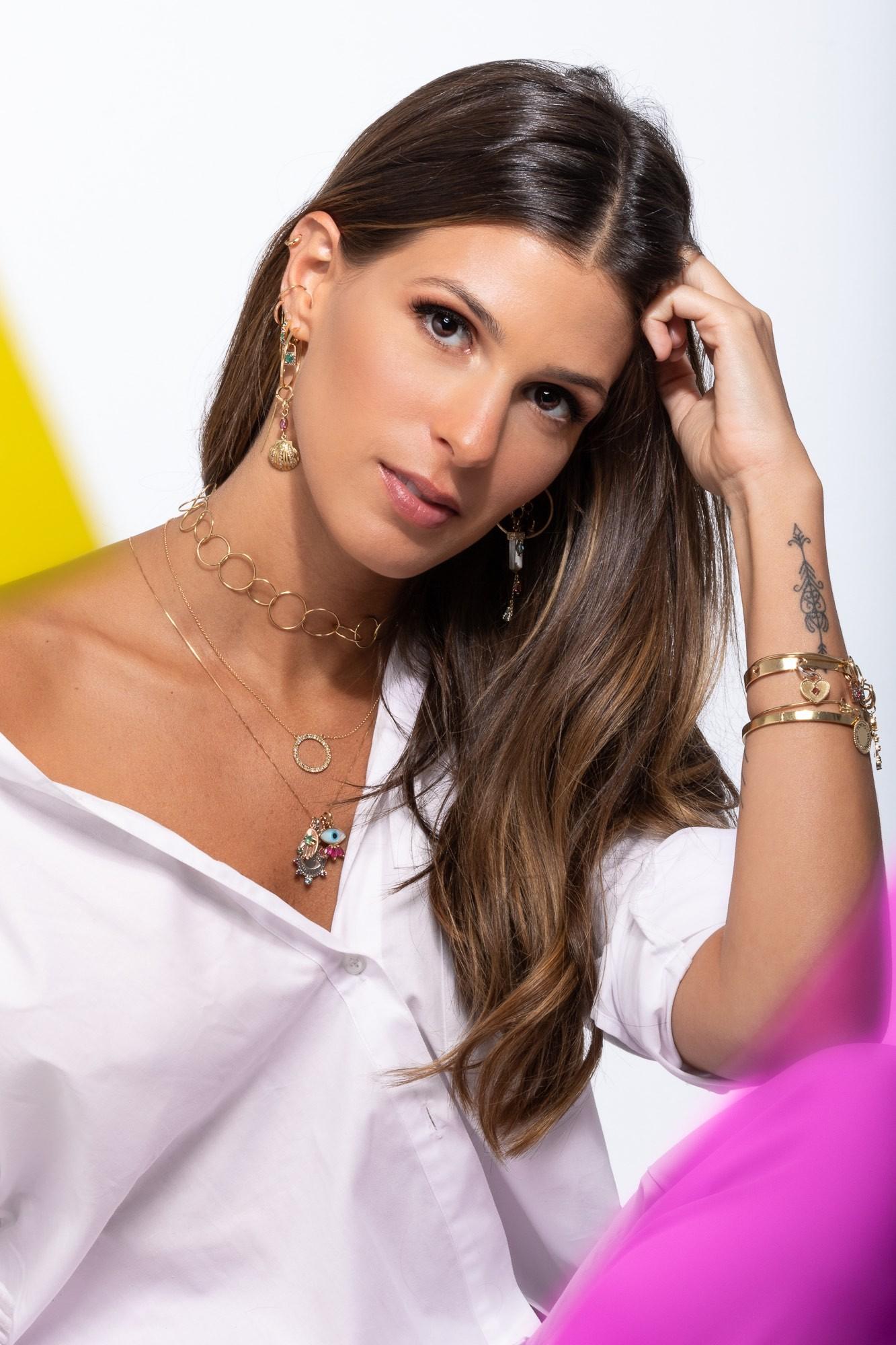 Anna Fasano é a estrela da nova campanha da Carolina Neves (Foto: Divulgação)