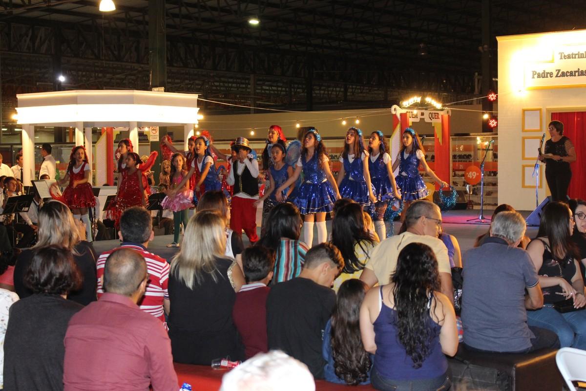 Festa do Comércio no Polo Caruaru tem música religiosa e pop folk