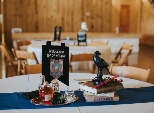 Poções mágicas estavam na mesa de Ravenclaw (Foto: Lorena Burns Photography)