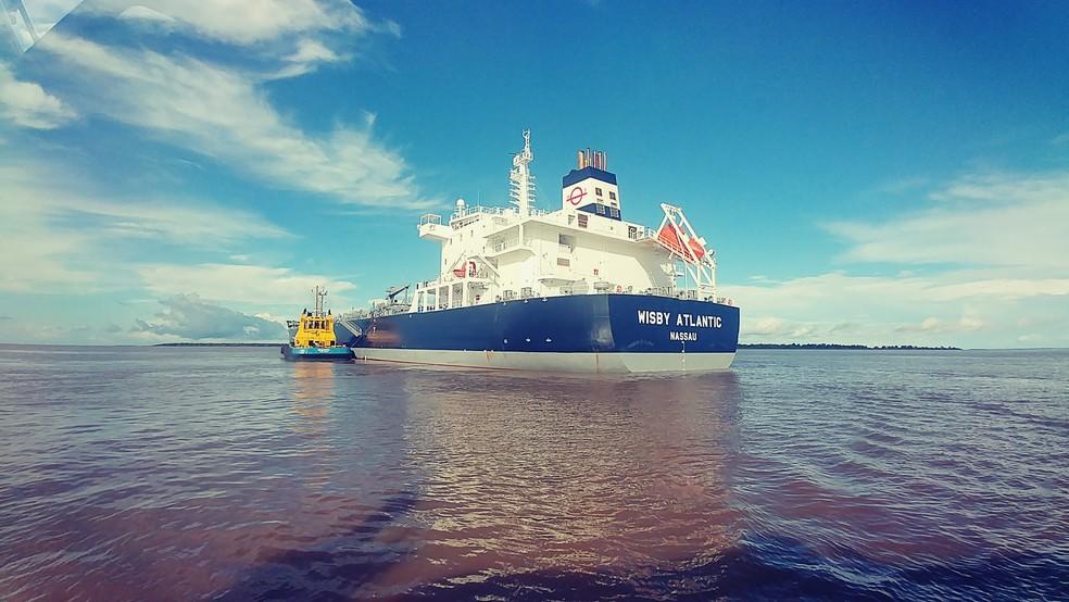 Navio Wisby Atlantic, das Bahamas, ficou encalhado a cerca de 64 quilômetros de Macapá, no Amapá (Foto: Praticagem do Amapá/Divulgação)