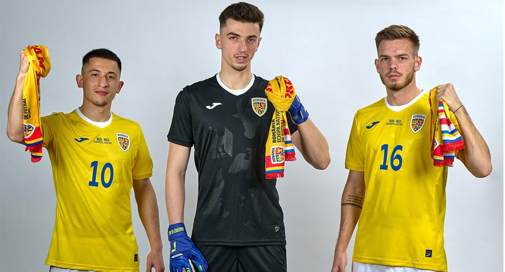 A Romênia também lançou uniformes novos — Foto: Divulgação/Joma