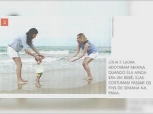 Casal homossexual brinca com a filha em imagem de livro escolar (Foto: Rede Amazônica/ Reprodução)