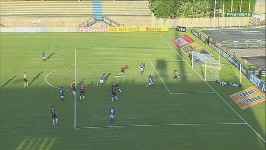 Gol do São Bento!! Marcos Martins recebe na área e completa para o gol, aos 29 do 2º tempo