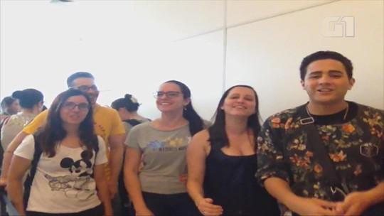 Fãs de Sandy e Junior se emocionam e fazem amizades em fila para comprar ingressos em Porto Alegre
