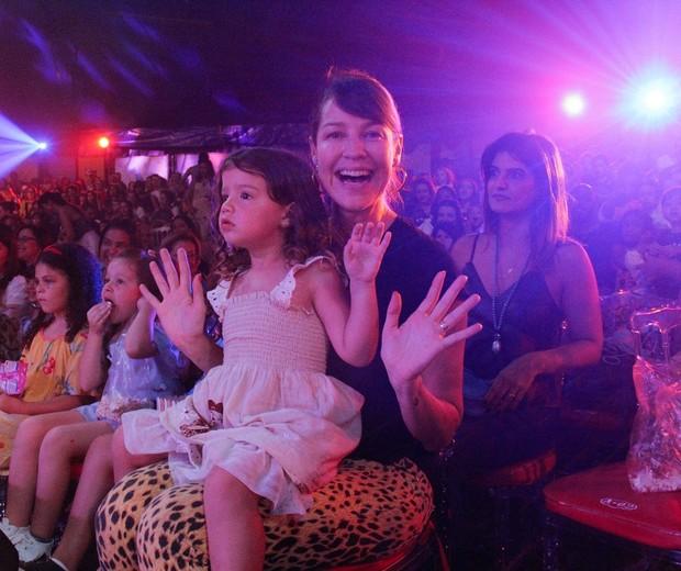 Luana Piovani com Liz (Foto: Wallace Barbosa/AgNews)