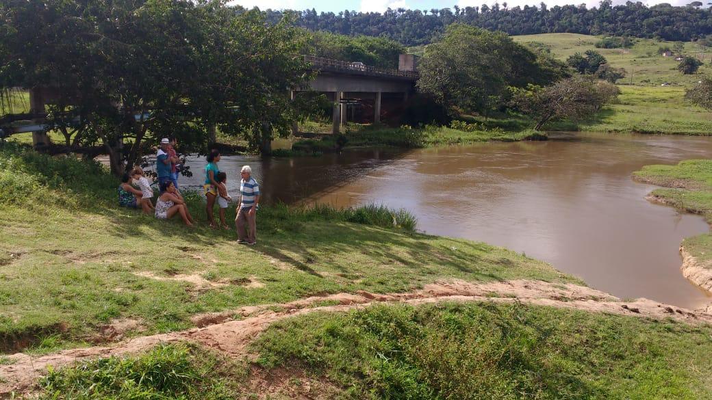 Caminhoneiro desaparece após entrar em rio em São Miguel dos Campos, AL