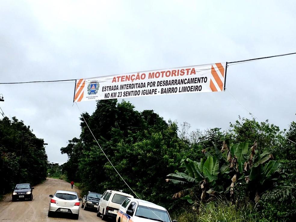 Faixas avisam os motoristas sobre a interdição — Foto: Divulgação/Prefeitura de Registro