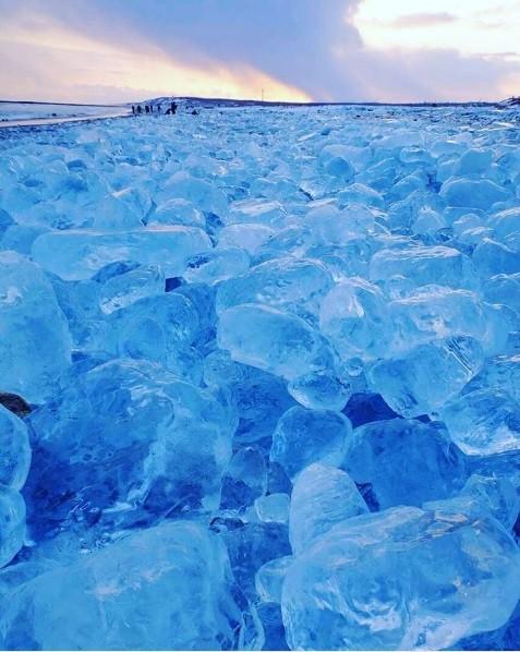 O espetáculo é provocado por congelamento da foz de um rio