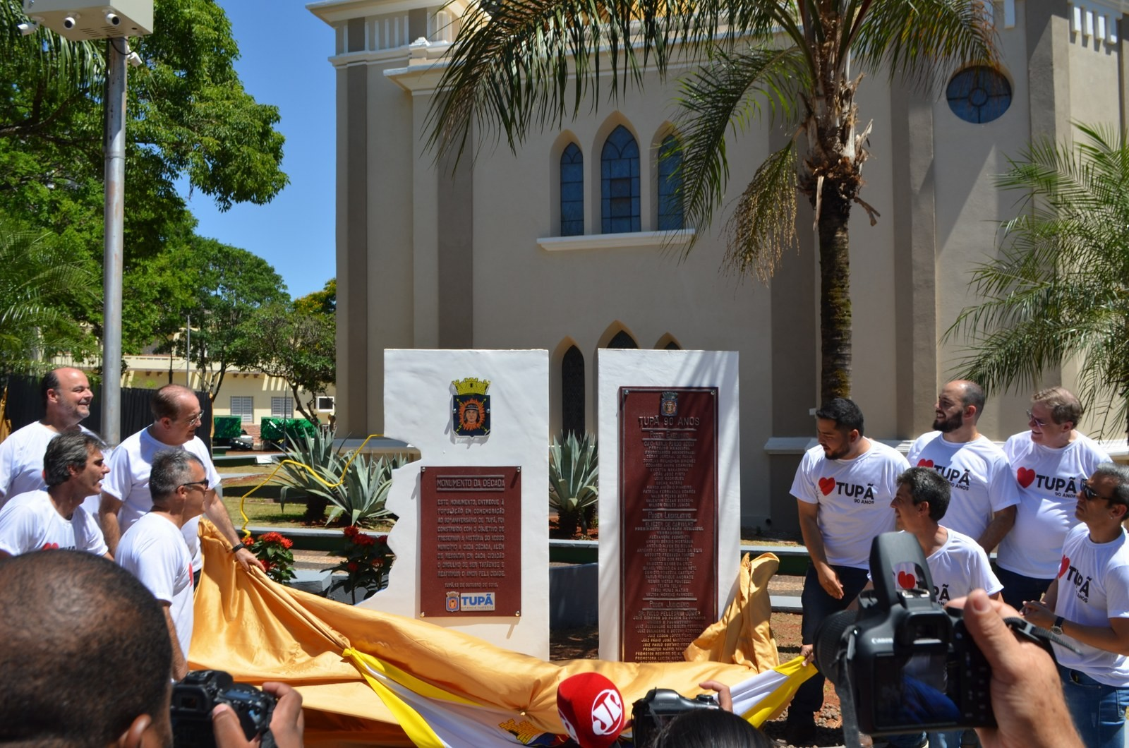 Inaugurações de monumentos reúnem centenas de pessoas em Tupã - Notícias - Plantão Diário