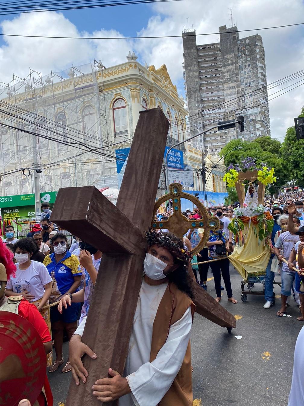 Círio 2021: Devotos usaram o domingo para pagar promessas em agradecimentos à Nossa Senhora de Nazaré, em Belém — Foto: Brenda Rachit/G1