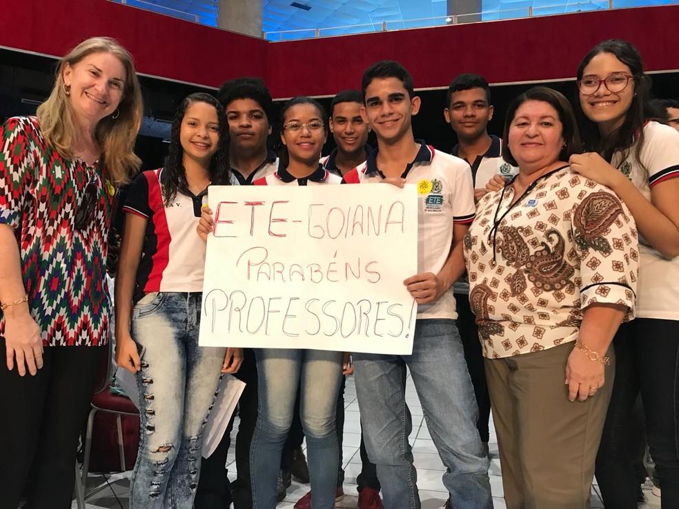 Alunos da Escola de Referência em Ensino Médio (Erem) Aderico Alves de Vasconcelos fizeram surpresa ? Foto: Thays Estarque/G1
