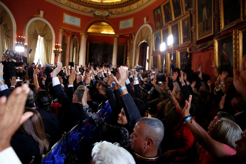 Constituintes fazem juramento na instalação da Assembleia Constituinte da Venezuela, em 4 de agosto de 2017 — Foto: Reuters/Carlos Garcia Rawlins
