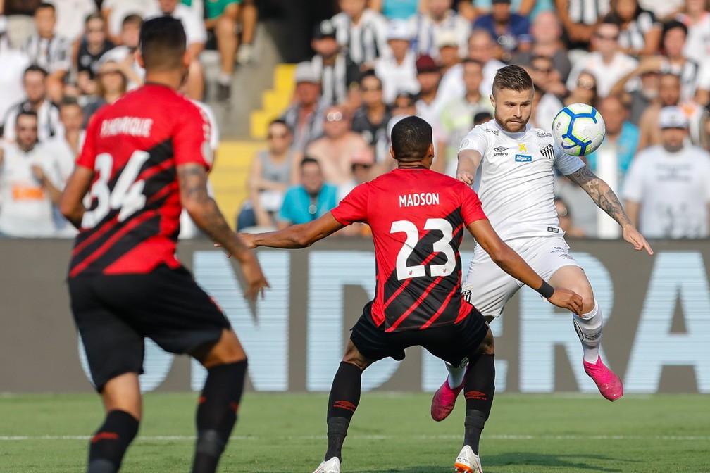 Santos ficou no empate com os reservas do Athletico — Foto: Ricardo Moreira/BP Filmes