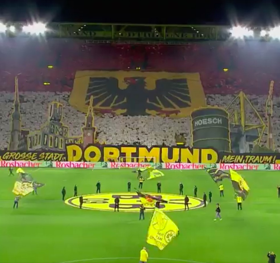 Torcida do Borussia Dortmund dentro do FIFA 21 — Foto: Reprodução