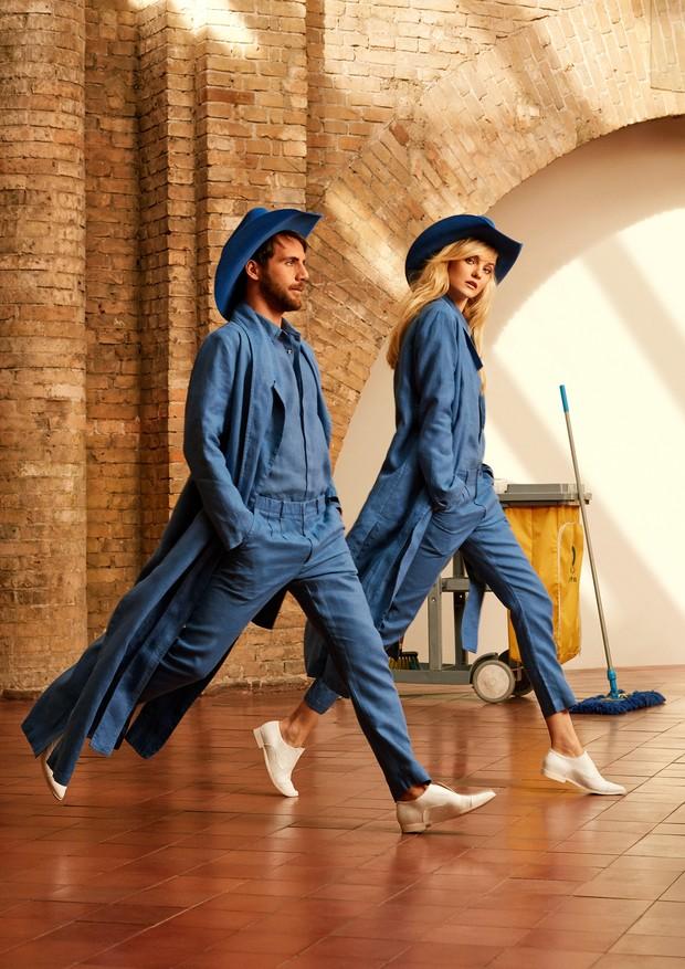 O estilista André Namitala e a modelo Caroline Trentini usam casacos, camisas, calças e sapatos, tudo Handred. Chapéus, Chapéus 25 (Foto: Mariana Maltoni)