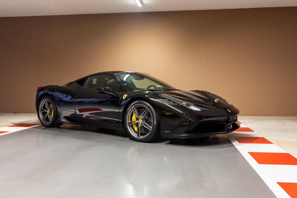 Ferrari 458 Speciale de Sebastian Vettel está à venda por 350 mil libras ou pouco mais de R$ 2,6 milhões — Foto: Divulgação